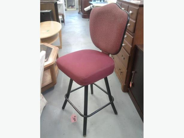 26 Inch High Swivel Stool