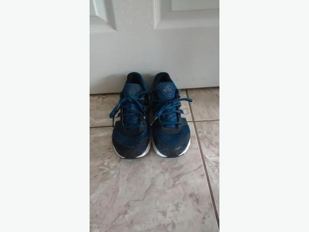 Men's Adidas Sneakers - Size 8
