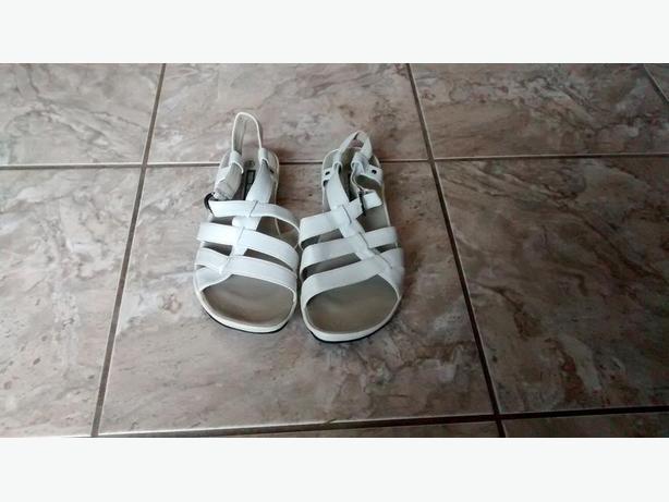 Like New - Ladies Tender Tootsies Sandals - Size 9