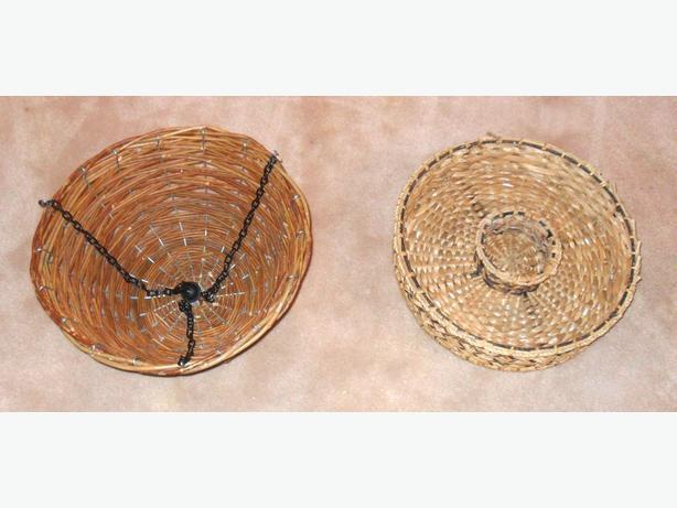 2 Sturdy Round Metal Framed Wicker Basket Items