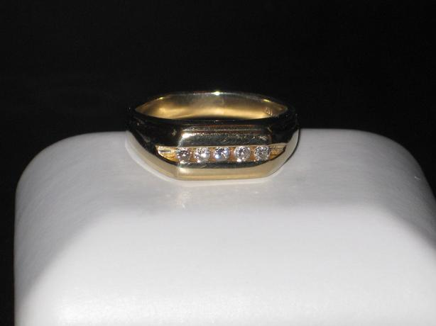 price reduced 14k gold ring with 5 diamonds size 11 25