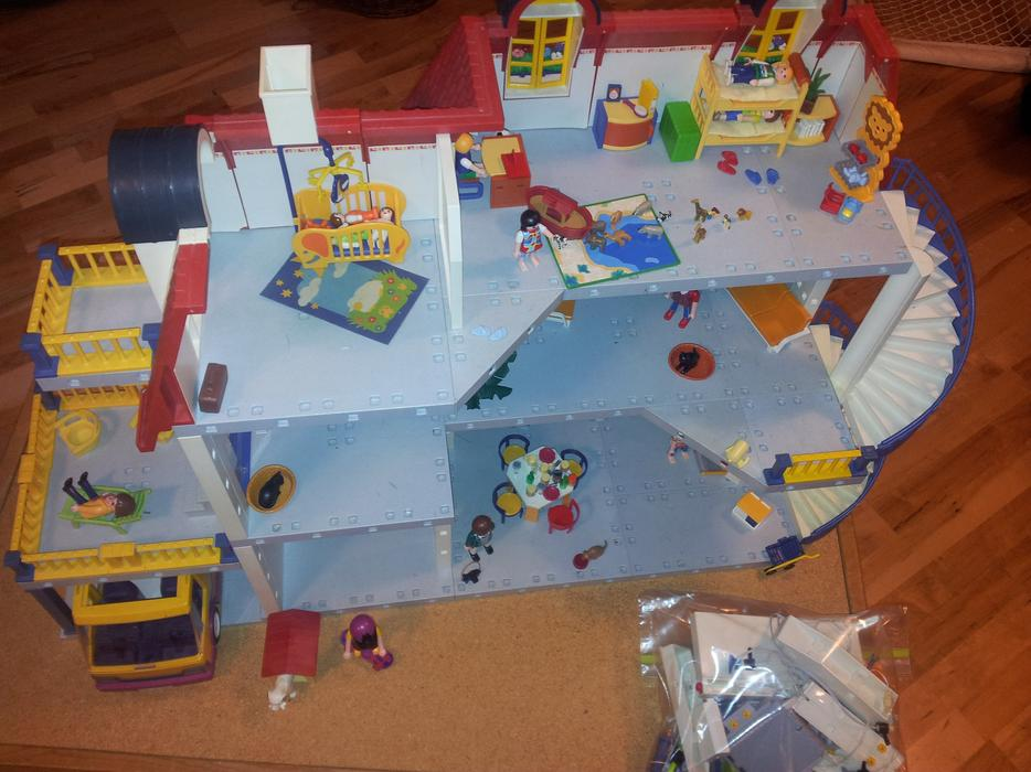 3 storey playmobil house saanich victoria mobile for Playmobil kinderzimmer 4287