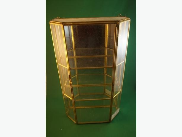 4u2c VINTAGE BRASS GLASS DISPLAY CASE