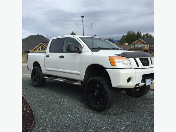 2010 Nissan Titan Crew Cab Lifted On 3534 Toyo Mts Outside
