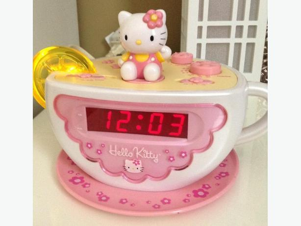 Hello Kitty AM/FM Alarm Clock Radio w/ Nightlight