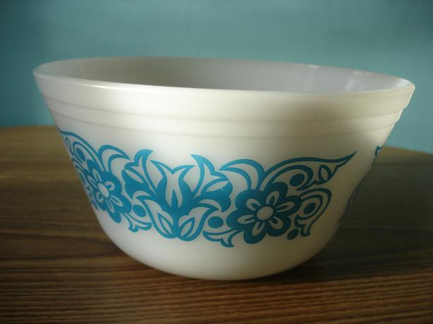 VINTAGE FEDERAL GLASS Milk Glass 7 Cup Mixing Bowl