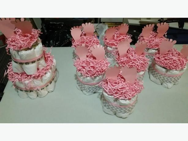 7 baby shower centrepieces + 1 large one