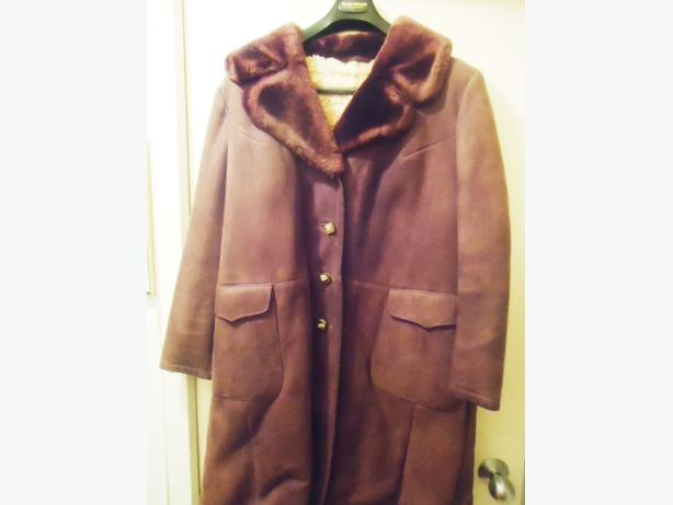 Women's Full Length Vintage Real Sheerling Coat by Foggensteiner Like New