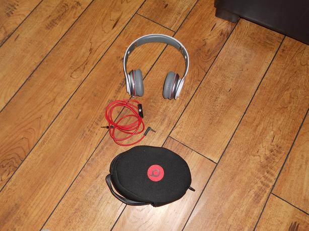 Beats Solo by dr dre white headphones