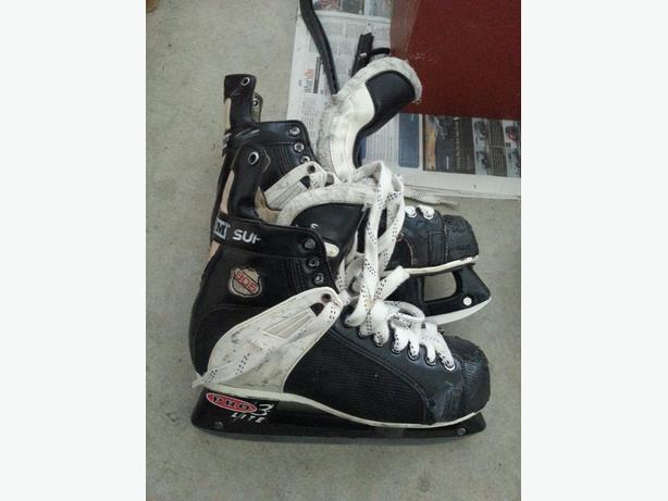 CCM Tacks 905 men's hockey skates