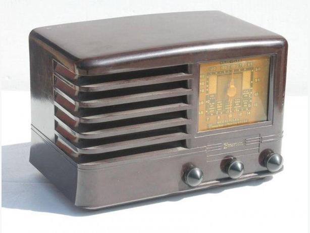 Working Antique Emerson CS-268 Bakelite Radio 1940