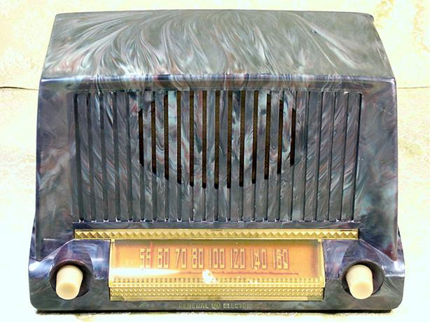 Working Antique GE 422 Bakelite Swirl Radio 1951