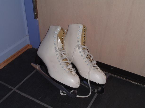 CCM Winter Club women's skates - size 10