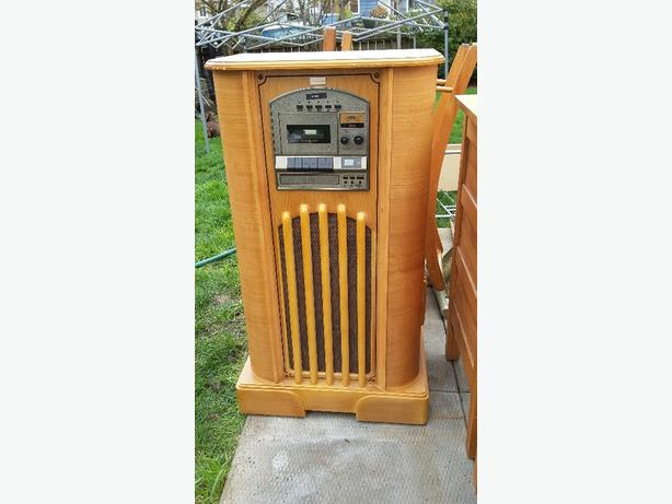 Antique look radio and record player