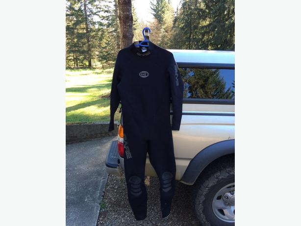 Bare Velocity 3/2 Wet Suit size Large