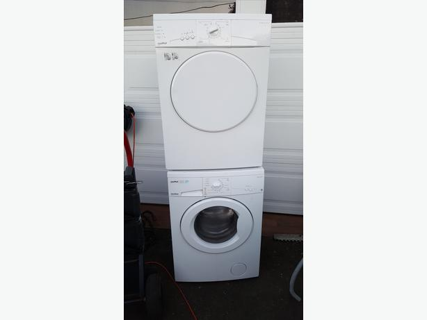 MOFFAT Stackable apartment sized washer dryer set Saanich, Victoria