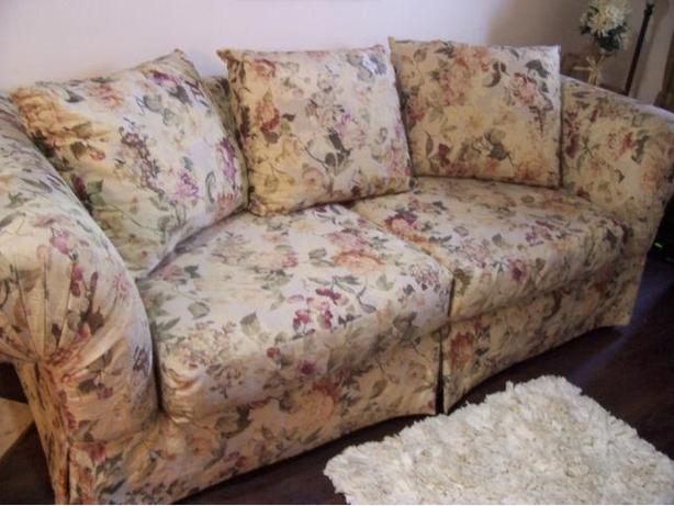 I Deliver Beautiful Shabby Chic Large Sofa For Sale