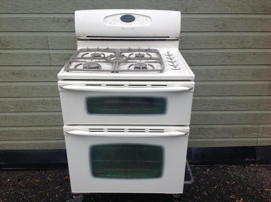 Maytag Gemini Double Oven Propane Gas Stove Outside