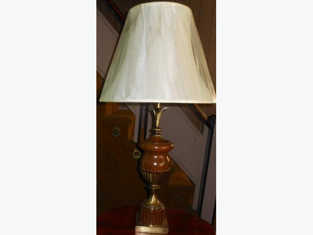 UNIQUE STYLE TABLE LAMP WITH SHADE Central Ottawa Inside