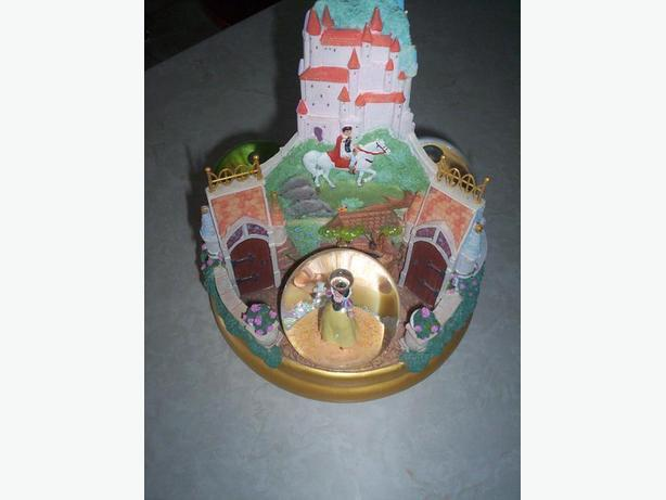 Princess Water Musical Globe