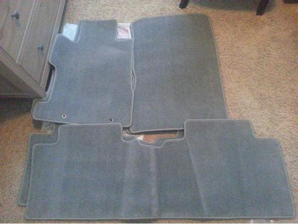 Like New OEM carpet Floormats for 2006-2011 Honda Civic Sedan