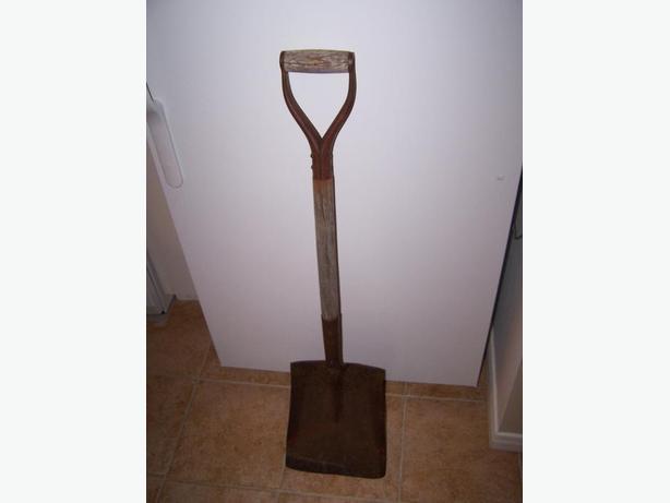 Antique snow / sawdust / wood chip shovel
