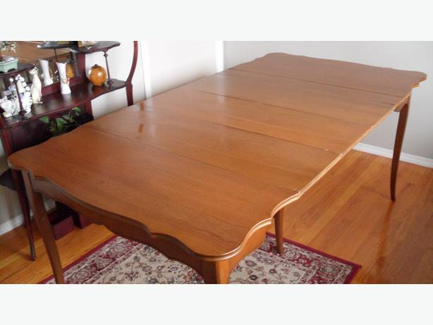 solid maple antique dining table campbell river campbell river. Black Bedroom Furniture Sets. Home Design Ideas