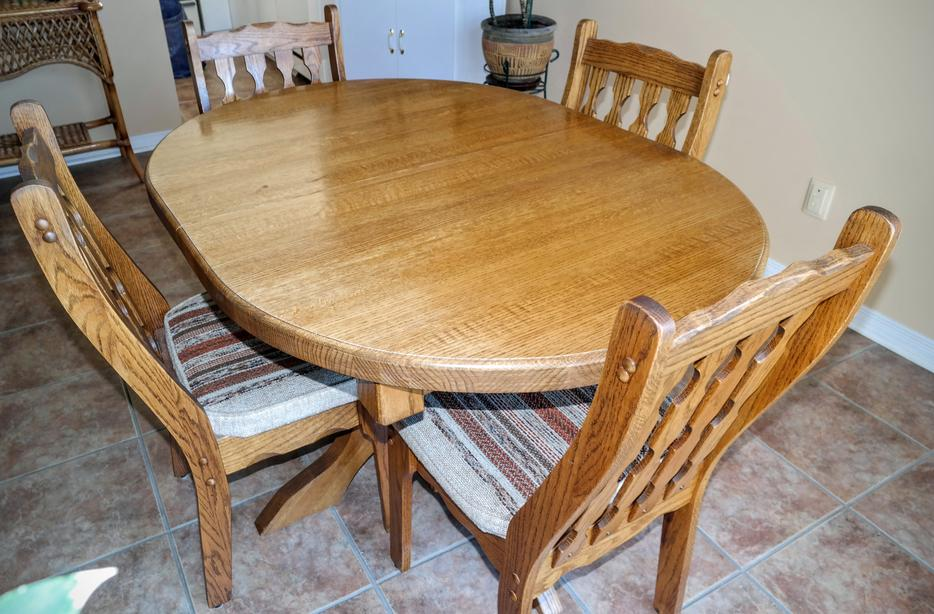 1 12 Solid Oak Dining Room Table with 4 chairs and  : 52297297934 from www.usedottawa.com size 934 x 614 jpeg 100kB