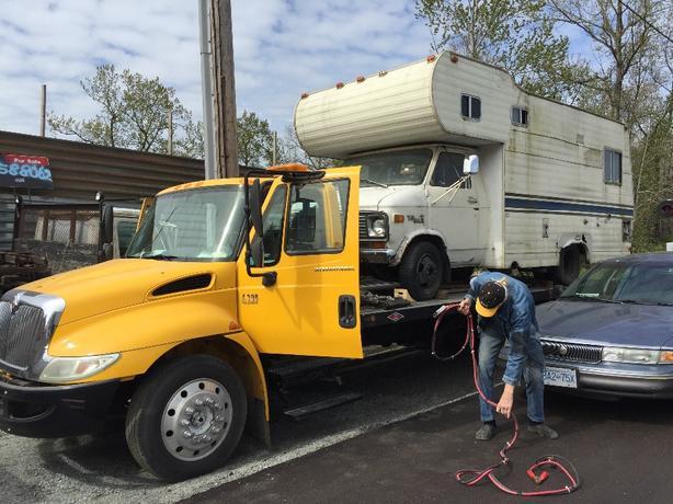 2007 INTERNATIONAL 5ton flat deck tow truck 2car capacity-$79900