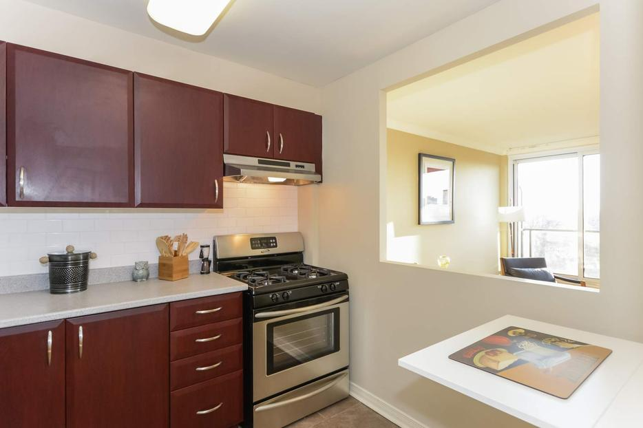 bedroom apartment trendy centretown location central ottawa inside