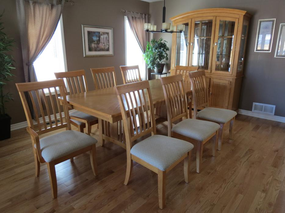 Solid oak dining room set with hutch and buffet orleans for Dining room set with hutch