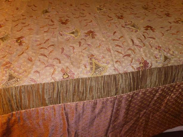 Vintage look bed spread set