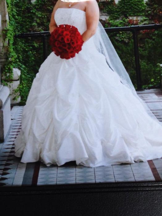 Used wedding dresses ottawa flower girl dresses for Wedding dress stores ottawa