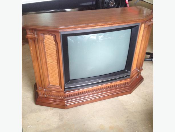 Floor model tv for sale alberton pei for Floor model tv