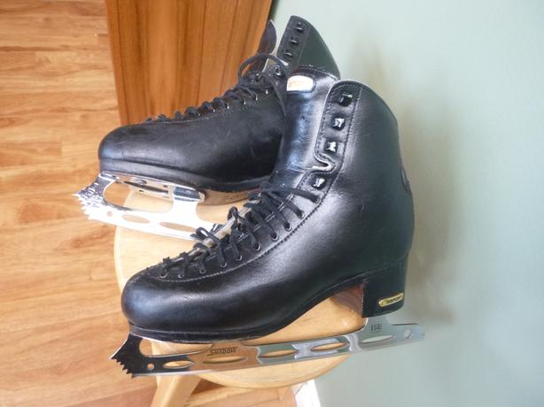 Youth/Men's Figure Skates