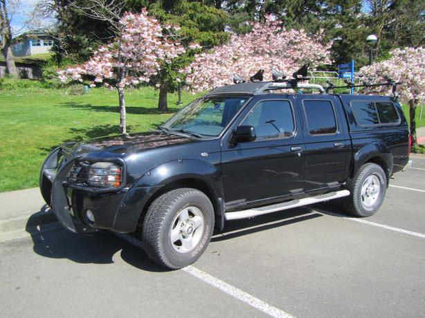 2001 nissan frontier se 4x4 crew cab w canopy roof. Black Bedroom Furniture Sets. Home Design Ideas