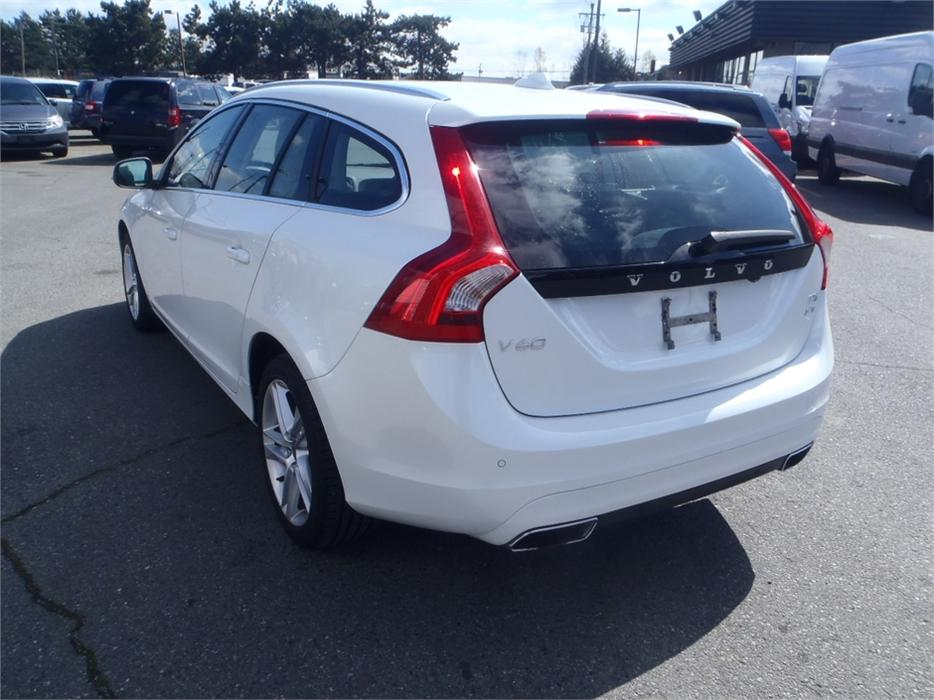 2015 volvo v60 t5 premier plus awd outside comox valley courtenay comox. Black Bedroom Furniture Sets. Home Design Ideas