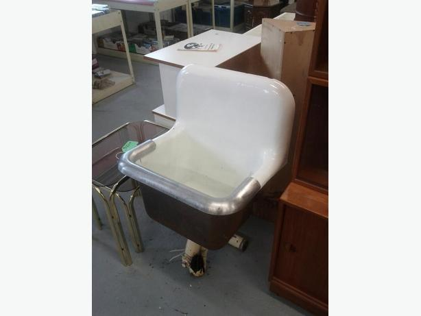 Vintage Sink (Reduced $125.00)