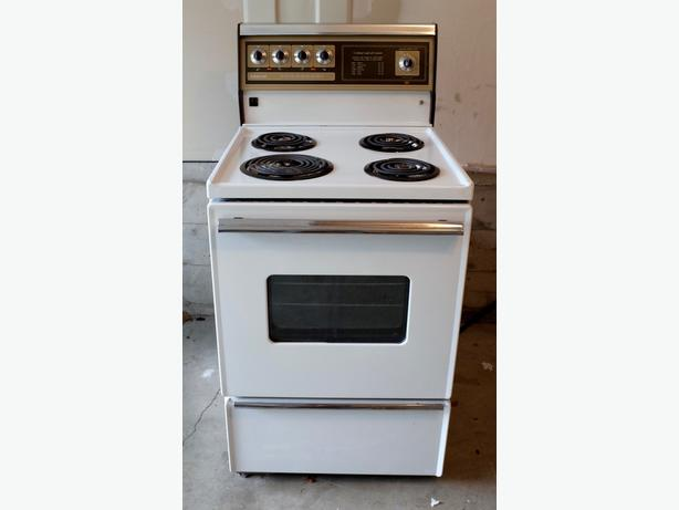 24 inch apartment size Admiral stove Oak Bay, Victoria - MOBILE