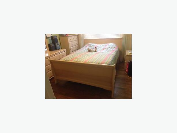 Double/Queen Oak Bedroom Set