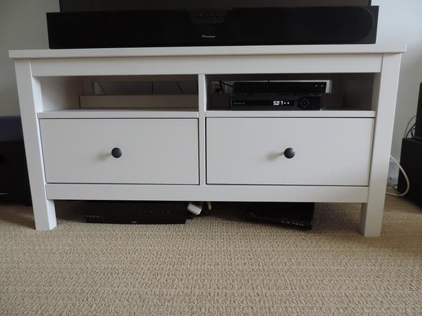 Ikea hemnes tv stand victoria city victoria - Porta televisore ikea ...