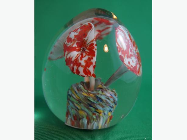 4U2C BLOWN GLASS PAPER WEIGHT WITH ORANGE FLOWERS