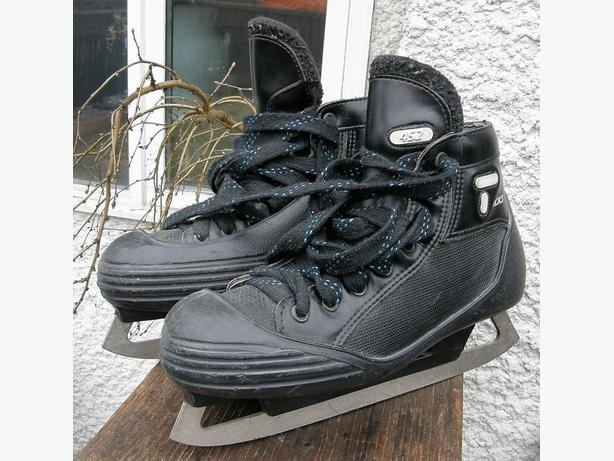Boys CCM TACKS 452 Ice Goalie Skates Size 5 1/2 5.5 VGC