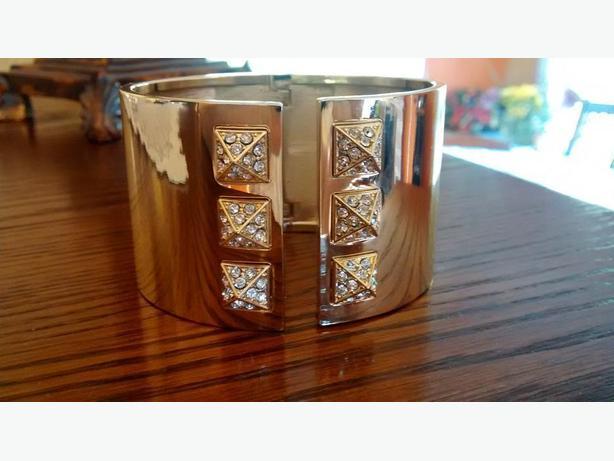 VICTORIA SECRET Cuff Bracelet