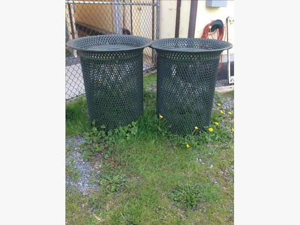 Decorative waste receptacle