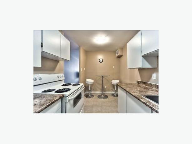 Beautiful 2 Bedrooms-2nd Month FREE!!-1244 Donald St