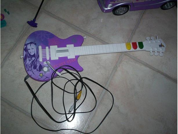Hannah Montana Plug and Play Guitar