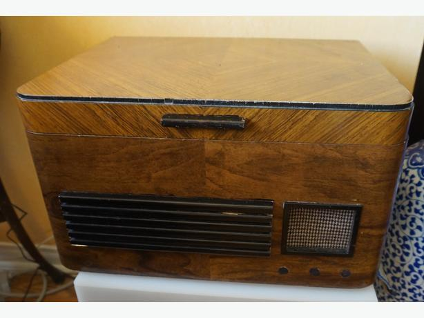 4U2C  VINTAGE WOOD RECORD PLAYER CABINET