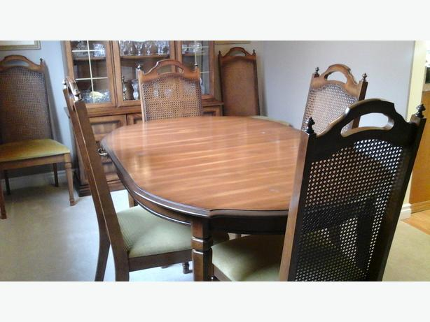 9 Piece Italian Provincial Dining Room Set