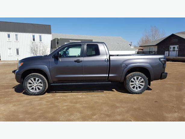 2012 Toyota Tundra DOUBLE CAB *TRD* SR5 PLUS W/ LEATHER * 5.7 L